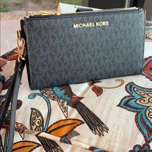 Beautiful MK double zipper wallet 🖤